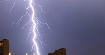 lightning-1577894-1279x852