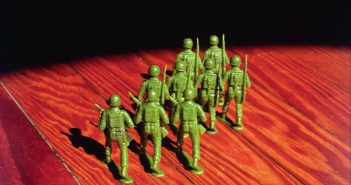 soldiers-marching-1483656